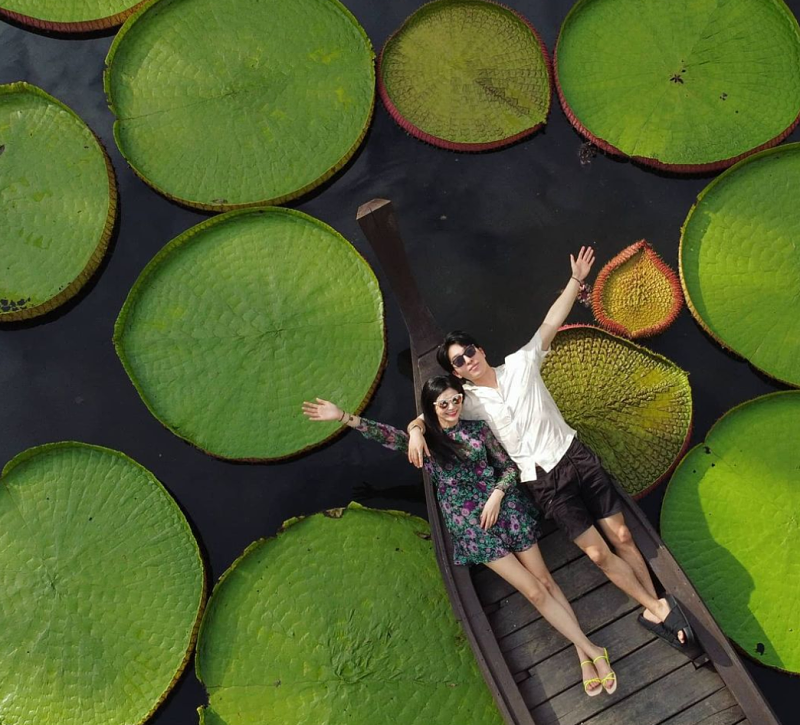 john yoon project verum in thailand with his girlfriend